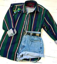 Green button-down shirt and jeans shorts. Summer fashion - top trends - Green button-down shirt and jeans shorts. Vintage Outfits, Retro Outfits, Trendy Outfits, Cool Outfits, Hipster Summer Outfits, Retro Vintage Fashion, Summer Clothes, 80s Inspired Outfits, Hipster Dress