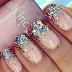So my creativity is not so great at the moment so I asked @nedys_nails what I should do on my nails...she said a glitter gradient, so here it is. I used Nails inc Sloane Mews and Models Own Artsitx in snow mix the glitter side :) hope you have a great Friday all xx