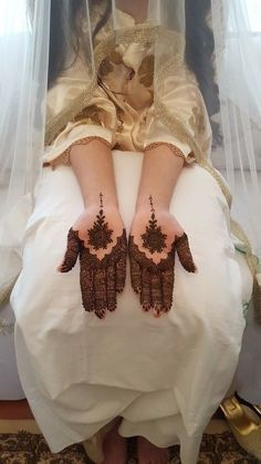 Pin For Trend Presented Best Front Hand Mehandi Designs That You Must Try - Mehandi Designs 2019 (Latest Mehandi Designs Images Collection) Indian Henna Designs, Mehndi Designs Feet, Latest Bridal Mehndi Designs, Henna Art Designs, Stylish Mehndi Designs, Mehndi Design Pictures, Mehndi Designs For Girls, Wedding Mehndi Designs, Beautiful Henna Designs