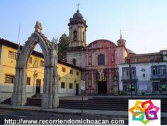 """MICHOACÁN MÁGICO te comenta de la arquitectura del templo de San Francisco en Uruapan, la fachada principal cuenta con una puerta muy  grande en forma de arco, flanqueada por columnas, y arriba de la puerta la """"ventana del coro"""" arriba del arco puedes apreciar una estatua de la virgen con el niño saliendo de una flor, esta figura es la más antigua de Morelia. BEST WESTERN DON VASCO PATZCUARO http://www.bwposadadonvasco.com.mx/"""