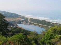Offering breath-taking sea views and easy access to the charming Wilderness Village, pristine golden beaches, rivers, estuaries, valleys and nature reserves. Erf size: 1707 sq m.