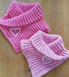 Use This Free Neck Warmer Knitting Patte - Qoster Hand Knit Scarf, Crochet Poncho, Crochet Scarves, Diy Crochet, Crochet Crafts, Crochet Clothes, Crochet Baby, Crochet Scarf Youtube, Diy Crafts Knitting