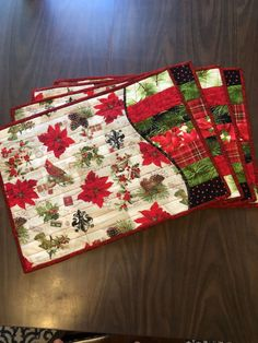 Table décor at its finest. A set of four placemats and table runner to match bursting with Christmas designs. These would make a wonderful gift for that specia Christmas Mug Rugs, Christmas Patchwork, Christmas Placemats, Christmas Runner, Christmas Sewing, Christmas Print, Christmas Table Runners, Purple Christmas, Coastal Christmas