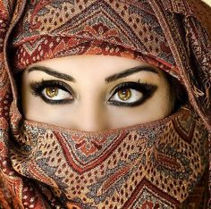 Smoky eyes.. have to have my eye makeup. and beautiful, rich patterns of color.. OOOOH