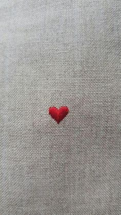 ivy house 💗 red heart broderie herz corazon cuoere coeur rouge minimalist embroidery on linum Embroidery Hearts, Simple Embroidery, Embroidery Stitches, Embroidery Patterns, Hand Embroidery, Heart In Nature, Heart Art, I Love Heart, Tiny Heart