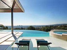 Talk about luxury. A vanishing-edge swimming pool can turn any home into an endless vacation spot. Take a relaxing tour through these fabulous resort-style infinity pools. Infinity Pools, Infinity Edge Pool, Swimming Pool Pictures, Small Swimming Pools, Villa, Outdoor Spaces, Outdoor Living, Ideas Hogar, Beautiful Pools