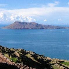 Le lac Titicaca entre le Pérou et la Bolivie