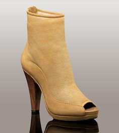 Womens Amara By UGG Australia    I love this boot!! So comfortable!