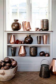 Objetos de diseño en cobre: jarrones y adornos
