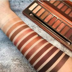 Urban Decay Naked Heat Palette - eyeshadow swatches on skin