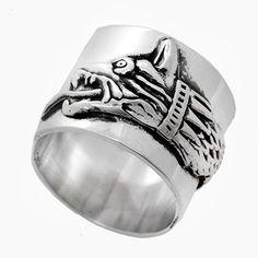 Inel lat gen verigheta din argint realizat manual reprezentand Lupul Dacic - era animalul totemic al dacilor.  Cod produs: CI5501 Greutate: 8.83 gr. Lungime: 1.50 cm Circumferință inel: 49 mm Gen, How To Wear Rings, Lapis Lazuli, Agate, Topaz, Wedding Rings, Engagement Rings, Jewelry, Diamond
