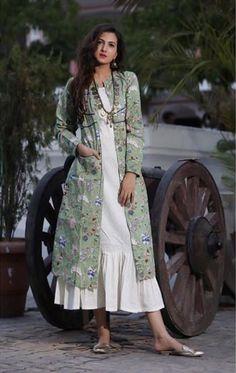 ideas clothes for women dresses jackets Kurti Neck Designs, Kurta Designs Women, Blouse Designs, Modest Outfits, Casual Dresses, Fashion Dresses, Modest Clothing, Midi Dresses, Clothing Styles
