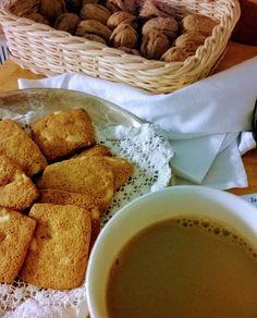 Pipareita pähkinöitä ja kahvia. #piparit #piparkakut #joulunodotus #joulu #itsetehty #instafood #food #foodgeek #foodgasm #foodie #foodblogger #foodporn #foodshare #instagood #foodlover #ruokablogi #ruoka#kotiruoka #herkkusuu #lautasella #Herkkusuunlautasella