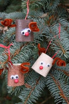 Toilet Roll Reindeer homemade Christmas ornament - an adorable Christmas craft for kids uses a cardboard tube and some simple crafting items.