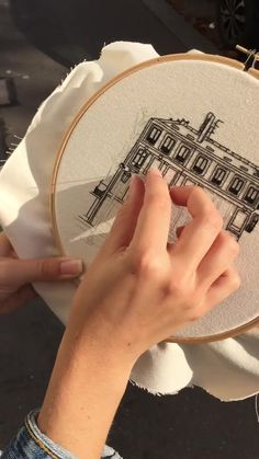 Architectural Embroidery on spot in Paris ! Architectural Embroidery on spot in Paris ! Simple Embroidery Designs, Hand Embroidery Projects, Basic Embroidery Stitches, Hand Embroidery Videos, Floral Embroidery Patterns, Creative Embroidery, Hand Embroidery Stitches, Modern Embroidery, Embroidery Hoop Art