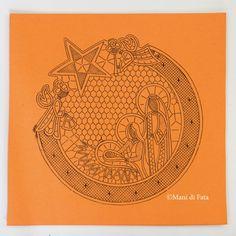 Cartone disegnato e forato per realizzare con pizzo cantù un tondo fuoriporta con presepe