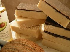 Leacuri din Batrani, Retete Cosmetice Naturale 100% Handmade Cosmetics, Soap Recipes, Home Remedies, Avocado, Cheese, Homemade, Food And Drink, Health, Projects