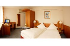 Unser 3 Sterne HOTEL ILBERTZ Garni liegt rechtsrheinisch gegenüber der Kölner Altstadt und dem Kölner Dom.
