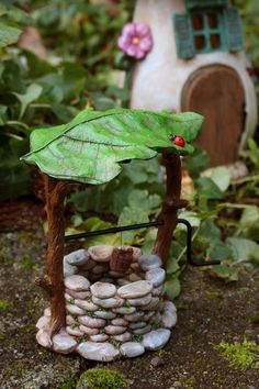 16 Fairy Garden Ideas That Will Literally Make Your Backyard Feel Magical – Garden Art Fairytale Garden, Mini Fairy Garden, Fairy Garden Houses, Diy Garden, Garden Crafts, Garden Projects, Garden Art, Fairies Garden, Diy Fairy House