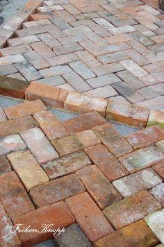 Fröken Knopp brick walkway