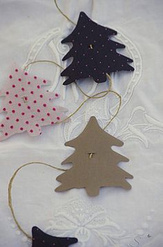 Simple Christmas tree cutouts that can be used for Christmas wrap, Christmas cards, treat bags, gift tags...
