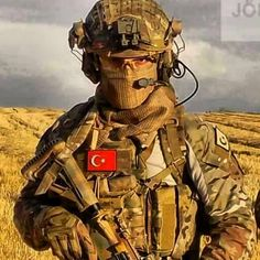 It is said that every soldier is over the top armed. Military Photos, Military Personnel, Military Weapons, Military Art, Turkish Military, Turkish Army, Airsoft, Turkish Soldiers, Military Special Forces