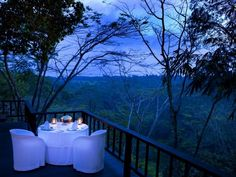 Idea: Romantic Outdoor Dinner With Amazing View Como Shambhala Estate Bali, Fresh Home, Home Wardrobe Ubud, Beautiful Places To Visit, Great Places, Jakarta, Santorini, Bali Retreat, Outdoor Rooms, Outdoor Dining, Patio Dining