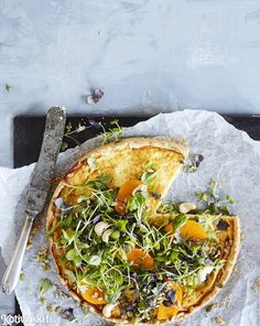 Paras gluteeniton piirakka | Kotivinkki Salty Foods, Food Photo, Vegetable Pizza, Low Carb Recipes, Cravings, Food And Drink, Gluten Free, Nutrition, Bread