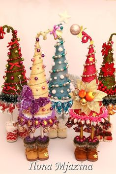 Ideas for mini christmas tree decorations ideas Mini Christmas Tree Decorations, Christmas Topiary, Cone Christmas Trees, Noel Christmas, Homemade Christmas, Winter Christmas, Christmas Ornaments, Christmas Projects, Holiday Crafts