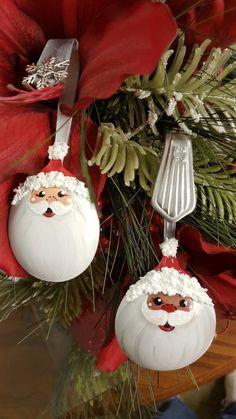 Spoon Ornament Dark Skin Santa Christmas by YewtinselsNSilver Christmas Hacks, Christmas Ornaments To Make, Santa Ornaments, Christmas Art, Christmas Crafts, Christmas Bulbs, Christmas Paintings, Spoon Ornaments, Painted Ornaments