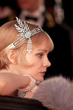 Actress Carey Mulligan in Tiffany jewelry created expressly for Baz Luhrmann's film The Great Gatsby. LOVE this headband! The Great Gatsby, Great Gatsby Fashion, Gatsby Headband, Fascinator Headband, Fascinators, Headpieces, Gatsby Headpiece, Pearl Headpiece, Crystal Headband