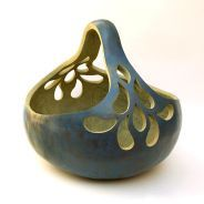 Mary-Ella Bowles's Page - Gourd Art Enthusiasts Decorative Gourds, Hand Painted Gourds, Gourds Birdhouse, Gourd Lamp, Diy Art Projects, Art Carved, Yarn Bowl, Nature Crafts, Pyrography