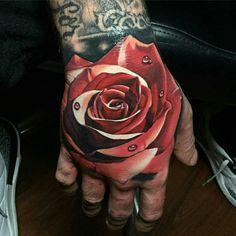 Rose tattoo on hand tatuagem na mão, tatuagem flor, tattoo maos, tatuagem m Red Ink Tattoos, Cover Up Tattoos, Body Art Tattoos, Girl Tattoos, Hand Tattoos Pictures, Hand Tattoo Images, Rose Tattoos For Women, Arm Tattoos For Guys, Tinta Tattoo