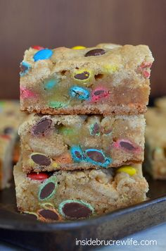 M&M Blonde Brownies from insidebrucrewlife.com - easy and delicious blonde brownies filled with lots of M&M candies