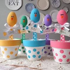 These sweet little chicks are made from plastic spoons and ready to greet your Easter dinner guests.: