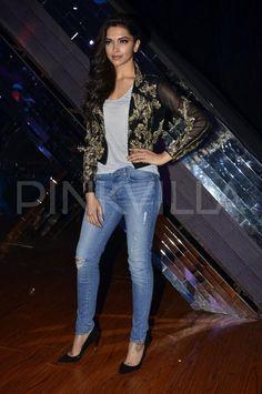 "f78e7e5b0f8c Deepika-Arjun promote ""Finding Fanny"" on ""India s Raw Star"""