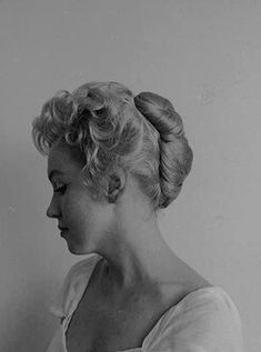 la vie en rose — Marilyn Monroe photographed by Milton Greene,. Young Marilyn Monroe, Marilyn Monroe Photos, Milton Greene, Norma Jeane, Beautiful Person, Girls Be Like, Old Pictures, Old Hollywood, American Actress