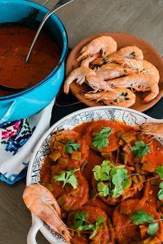 Slightly spicy guajillo chile sauce is combined with cooked nopales served on shrimp patties Tortitas de Camar n con Nopales - Mexican Lenten dish Shrimp Recipes, Mexican Food Recipes, Ethnic Recipes, Dinner Recipes, Empanadas, Tostadas, Chorizo, Enchiladas, Shrimp Patties