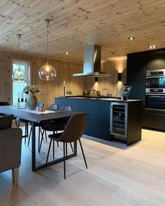 Ikea Kungsbacka antrasitt er en slitesterk kjøkkenfront i en mørk grå, nesten svart farge. Fronten har en moderne stil som er lett å like, ifølge Ikea. Lorem Ipsum, Nest, Ikea, Conference Room, Cabin, Living Room, Interior, Kitchen, Basement Ideas