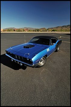 Plymouth Hemi Cuda  426/425 HP, 4-Speed - I love a manual transmission