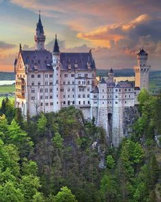 Cheap Flights to Germany Stay In A Castle, Castle In The Sky, Oh The Places You'll Go, Great Places, Places To Visit, Palaces, Beautiful Castles, Beautiful Places, Neuschwanstein Castle