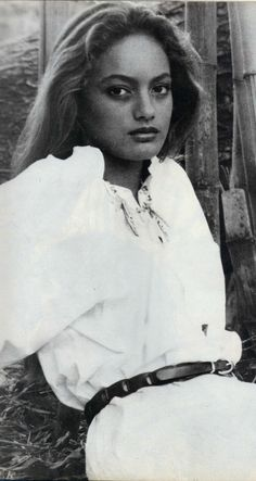 """Tarita """"Cheyenne"""" Brando born February 1070 passed away on April 1995 in Punaauia, Tahiti at the age of only Suicide by hanging. Marlon Brando, People Magazine, Cheyenne Brando, Beautiful People, Beautiful Women, Brigitte Bardot, Woman Quotes, Celebs, Photography"""