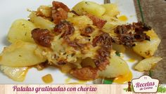 Patatas al horno gratinadas con chorizo -  Las patatas son un alimento muy versátil, ya que se puede ligar con cualquier otro alimento que siempre está riquísimas. Además, son rápidas de hacer como por ejemplo esta receta que realicé el otro día que vinieron a casa algunos amigos por sorpresa. Si a veces, se presentan en casa amigos sin ... - http://www.lasrecetascocina.com/2013/10/23/patatas-al-horno-gratinadas-con-chorizo/