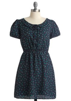 basic rectangle skirt, attached to bodice with elastic, slightly puffed sleeves and peter pan collar with tie