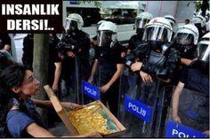 Taksim Gezi Parkı direnişçilerinden polise insanlık dersi