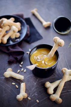 Butternut cream and bone breadsticks chefNini Halloween Buffet, Halloween Desserts, Holidays Halloween, Halloween Treats, Halloween Diy, Halloween Movies, Butternut Soup, Hallowen Ideas, Food Categories