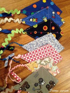 The kite bookmarks - Points . to point . Coin Couture, Couture Sewing, Felt Bookmark, Kite, Bookmarks, Upcycle, Crafts For Kids, Kids Rugs, Holiday Decor