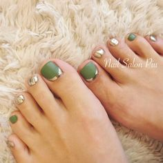Ideas For Nails French Pedicure Art Designs Green Toe Nails, Pretty Toe Nails, Cute Toe Nails, Pretty Toes, Toe Nail Art, Gold Nails, Diy Nails, Fall Pedicure, Wedding Pedicure