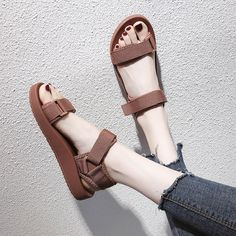 Cute Shoes Flats, Pretty Shoes, Casual Shoes, Fashion Heels, Sneakers Fashion, Korean Shoes, Korean Outfits, Homecoming Shoes, Stylish Sandals