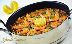 Paella cu fructe de mare - reteta video Cooked Shrimp Recipes, Paella, Calamari, How To Cook Shrimp, Spanish Food, Recipe Images, Ratatouille, Cooking, Ethnic Recipes